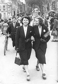 2 soeurs 2 cousines et 1 pique nique en 1965 for Garage citroen bressuire